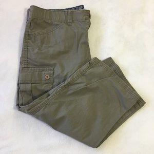 Dockers Women's 8 olive cropped cargo pants